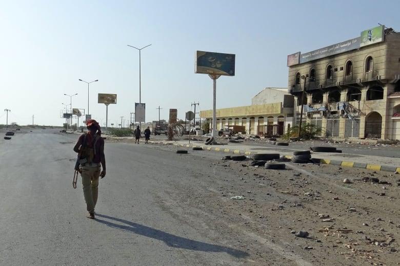 """قرقاش يتحدث عن """"ممارسات ميليشياوية"""" تكشف موقف الحوثي السياسي"""