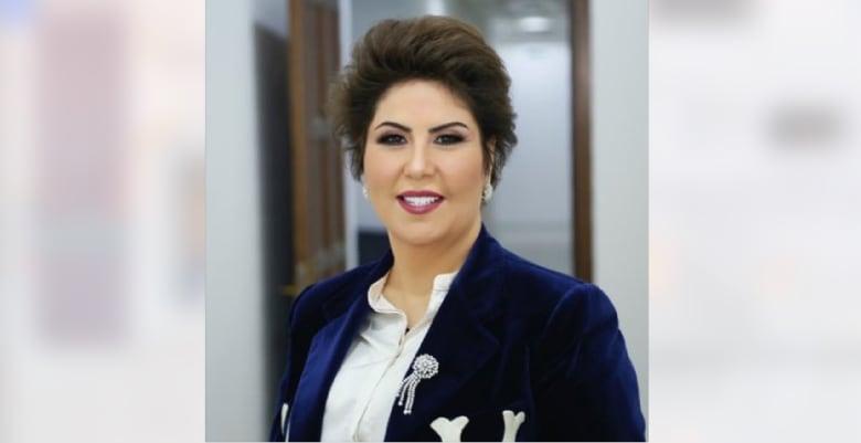 """كاتبة كويتية تغرد بالعبرية داعية للتطبيع.. و""""إسرائيل بالعربية"""" تصفها بـ""""الشجاعة"""""""