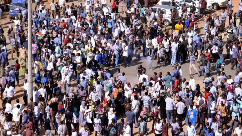 """أحزاب سودانية تطرح خطة """"تغيير النظام"""".. وتدعو الجيش لحماية المتظاهرين"""