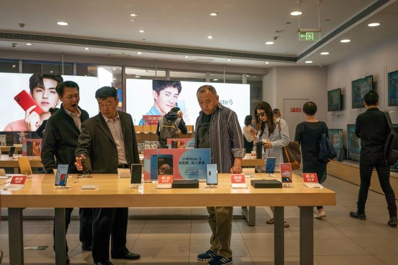 """""""آبل"""" ليست الوحيدة.. التباطؤ الصيني يهدد شركات الهواتف الذكية"""