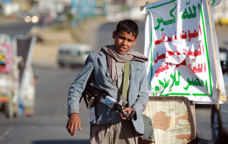 سفير السعودية بأمريكا ينشر صورا لأطفال جندهم الحوثي: جريمة لا يمكن السكوت عليها بعد اليوم