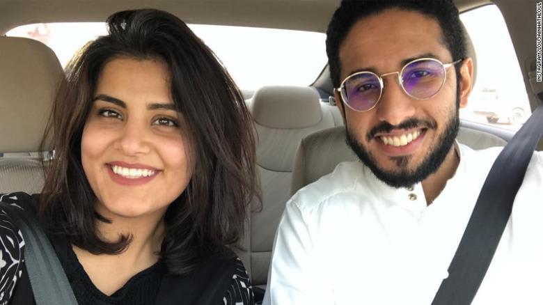 تداول واسع لتغريدات كاتب أمريكي عن السعودية لجين الهذلول وزوجها