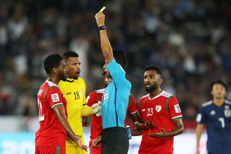 جدل حول الحكم.. اليابان تفوز على عُمان وتضمن التأهل إلى دور الـ16