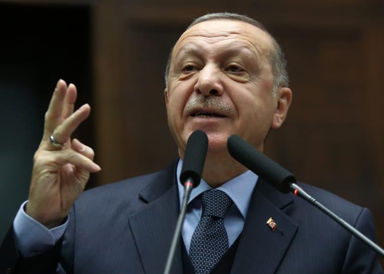 في اتصال هاتفي مع ترامب.. أردوغان يرحب بانسحاب أمريكا من سوريا