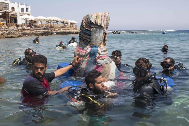 """في متحف تحت الماء.. هذا """"أثمن"""" تراث مصر"""