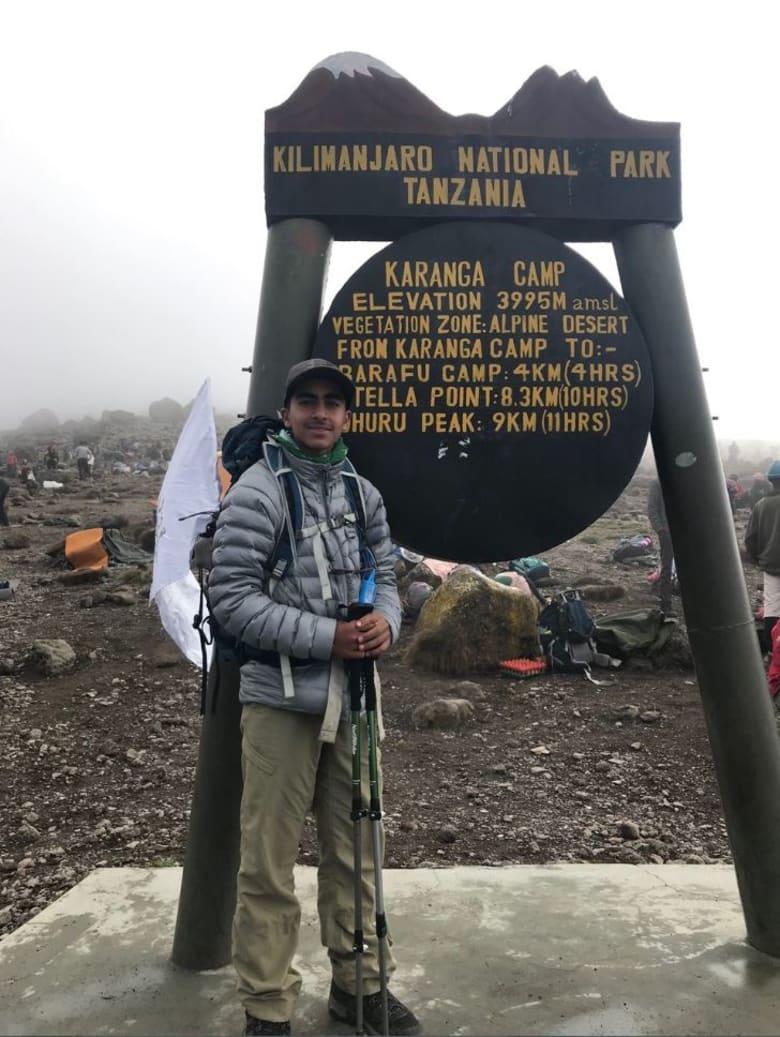 صبي في الـ14 من عمره يصبح أصغر سعودي يصل لأعلى قمة في أفريقيا