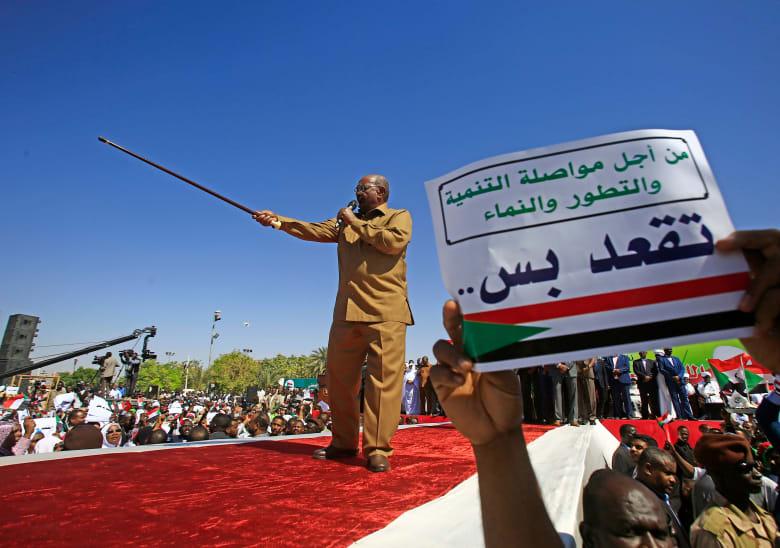 """عمر البشير يتهم """"مندسين"""" بمقتل عدد من المتظاهرين في احتجاجات السودان"""