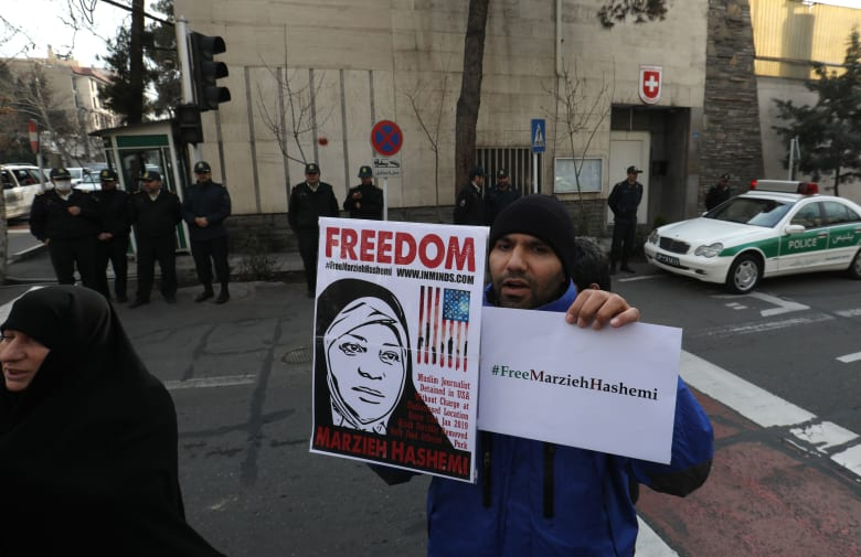استدعاء السفير السويسري في إيران بسبب اعتقال مرضية هاشمي