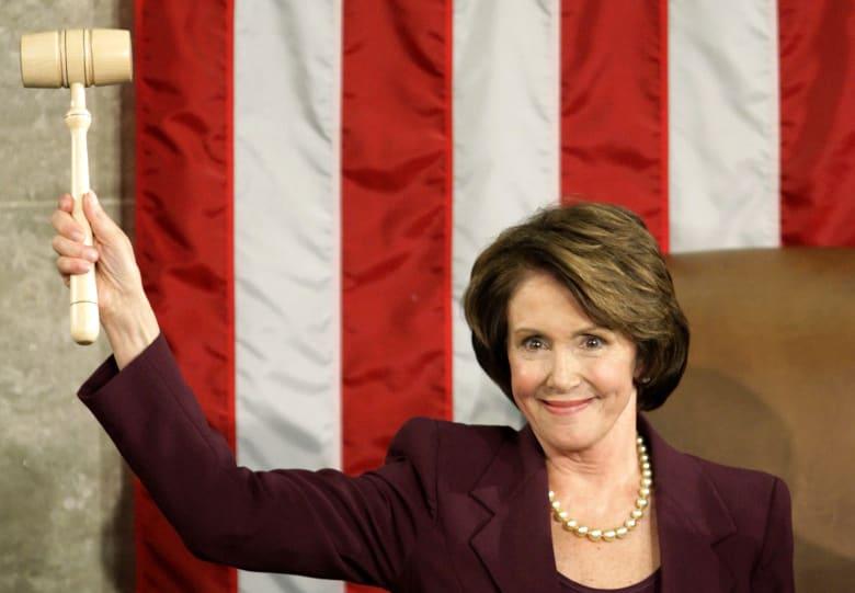 """ما هي """"كلمة السر"""" التي تمكنت فيها نانسي بيلوسي من كسر دونالد ترامب"""