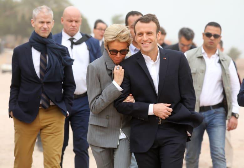 ماذا فعل الرئيس الفرنسي وزوجته في هذه المنطقة التاريخية بمصر؟