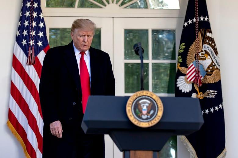 """ترامب يتهم المخابرات الأمريكية بـ""""السذاجة"""" في التعامل مع إيران"""