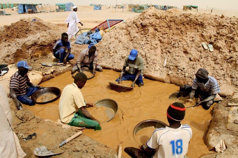 السودان: خلل في عقود تنقيب الذهب مع 460 شركة.. ستخضع للمراجعة