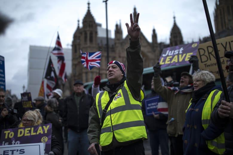"""ضبابية """"بريكست"""" تدفع بنك إنجلترا لخفض توقعات النمو ورفع سعر الفائدة"""