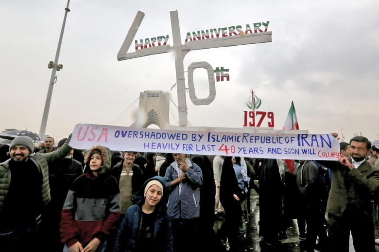 روحاني في الذكرى الـ40 للثورة: لا يمكن تنفيذ أي قرار بالمنطقة دون إيران