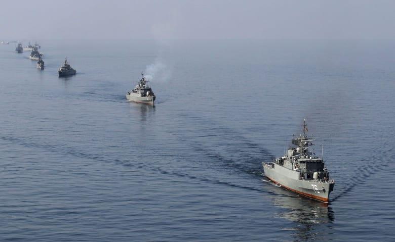 إيران تستعرض قدراتها العسكرية في مناورات كبرى بمضيق هرمز
