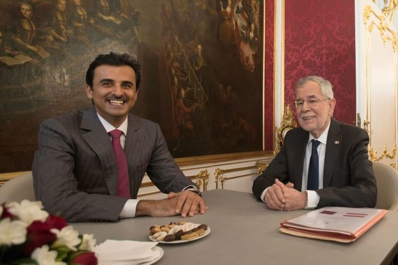 تداول مقطع فيديو لهدية من رئيس النمسا لأمير قطر بمناسبة مونديال 2022.. فما هي؟