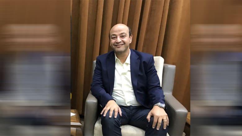 نشطاء يردون على عمرو أديب ونفيه قراءة التعليقات: لو صح ماكنتش كتبت كده