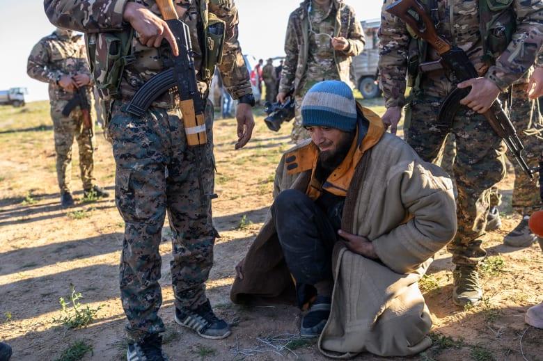 """مصدر يكشف لـCNN عدد وجنسيات مقاتلي """"داعش"""" المحتجزين لدى قوات سوريا الديمقراطية"""