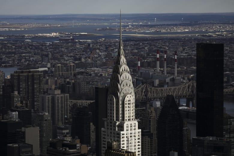 """ما سر بيع """"مبادلة"""" الإماراتية ناطحة سحاب بنيويورك بأقل من سعر شرائها؟"""