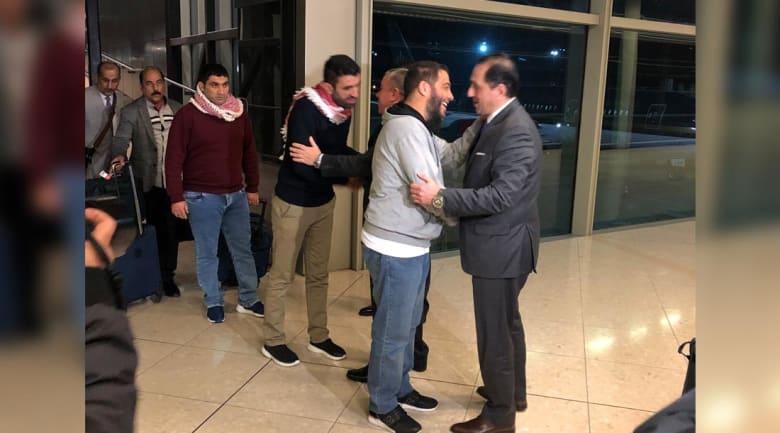 الأردنيون الثلاثة المحتجزون في إيران يصلون إلى عمّان
