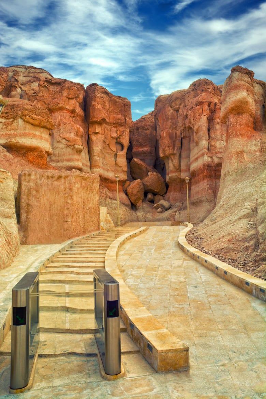 من الجن إلى اختطاف البشر.. هل يُعقل أن تكون أساطير هذا الجبل بالسعودية حقيقية؟