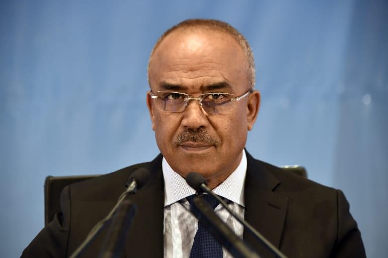 """رئيس الوزراء الجزائري يستلم مهامه.. وأويحيى: عملت معه """"يدا بيد"""""""