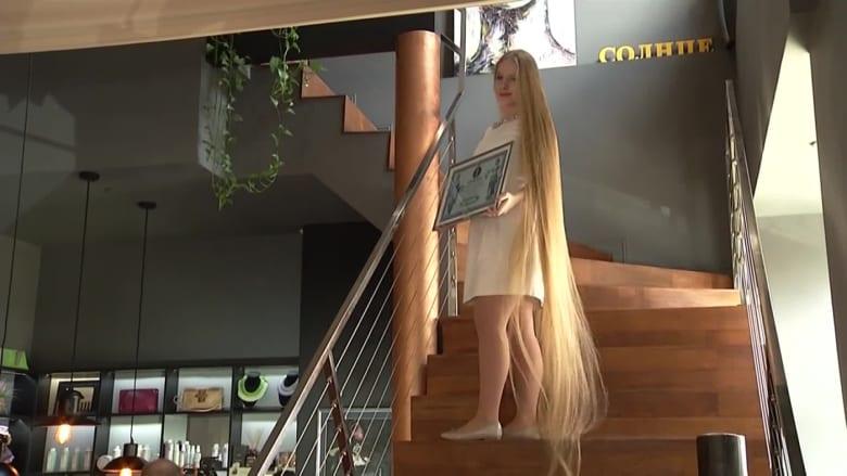 """تطمح لأن تدخل موسوعة """"غينيس"""".. لن تصدق طول شعر هذه الشابة الأوكرانية"""