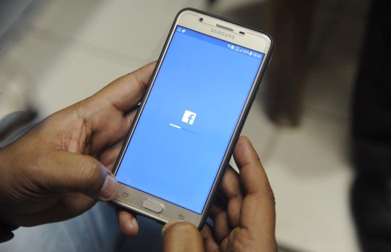 """""""فيسبوك"""" تعلن حل مشكلة انقطاع الخدمة.. وتنفي تعرضها لهجوم"""