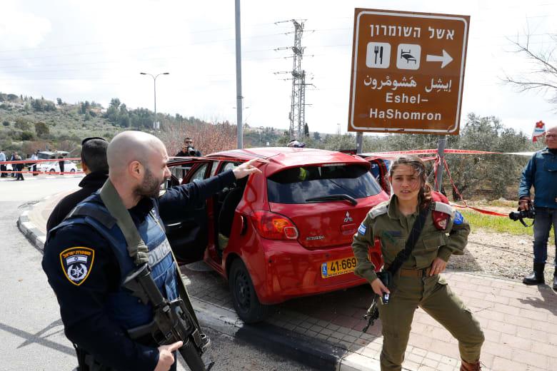 مقتل إسرائيلي وإصابة 2 آخرين بهجوم إطلاق نار وطعن بالضفة الغربية