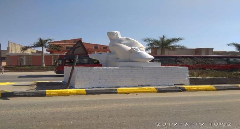 بساق عارية وأحمر شفاه.. لماذا أثار هذا التمثال المصري الجدل عبر وسائل التواصل؟