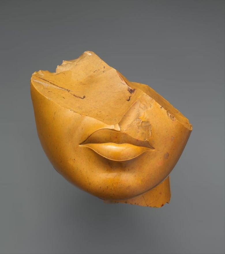ما سر تحطم العديد من أنوف تماثيل مصر؟