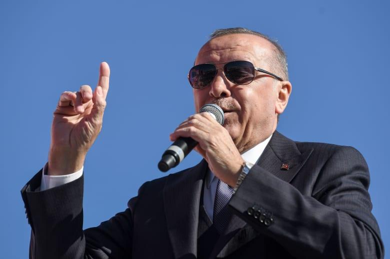 الليرة تنهار من جديد.. وأردوغان يتعهد بمعاقبة المُضاربين