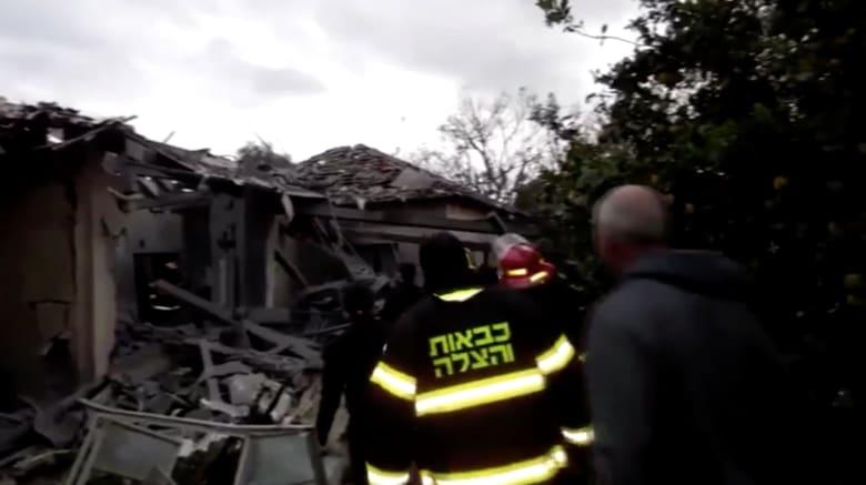 الشرطة الإسرائيلية: إصابة 6 أشخاص بعد سقوط صاروخ على منزلهم