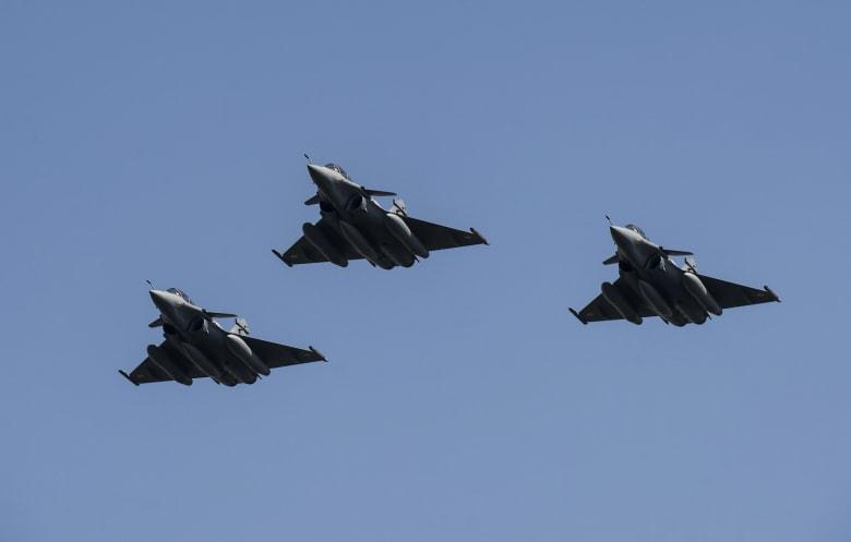 """مقارنة بين """"رافال"""" المصرية و""""F15"""" الإسرائيلية.. أيهما تتزعم الأجواء؟"""