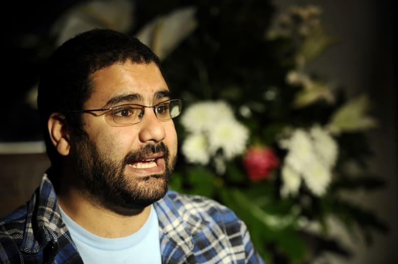 """بعد 5 سنوات في السجن... شقيقة علاء عبد الفتاح: """"علاء خرج.. آه والله"""""""