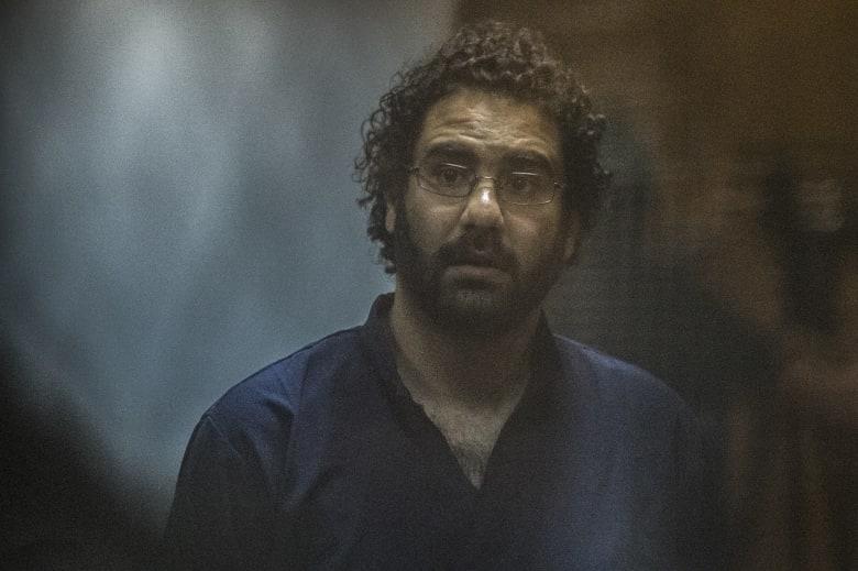 """""""شبح الربيع نصف سجين"""".. الناشط المصري علاء عبدالفتاح: أنا """"مش حر"""""""