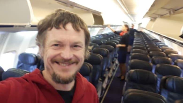 """لم يقصد ذلك..راكب وحيد على متن """"طائرة خاصة"""" بالخطأ"""