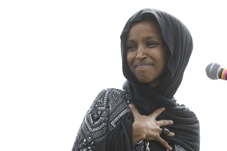 """""""بحديث نبوي"""".. النائب الأمريكية المسلمة إلهان عمر تعلق على انتقادات ترامب"""