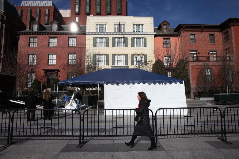 ما سر الخيمة المغلقة في استقبال السيسي بأمريكا؟