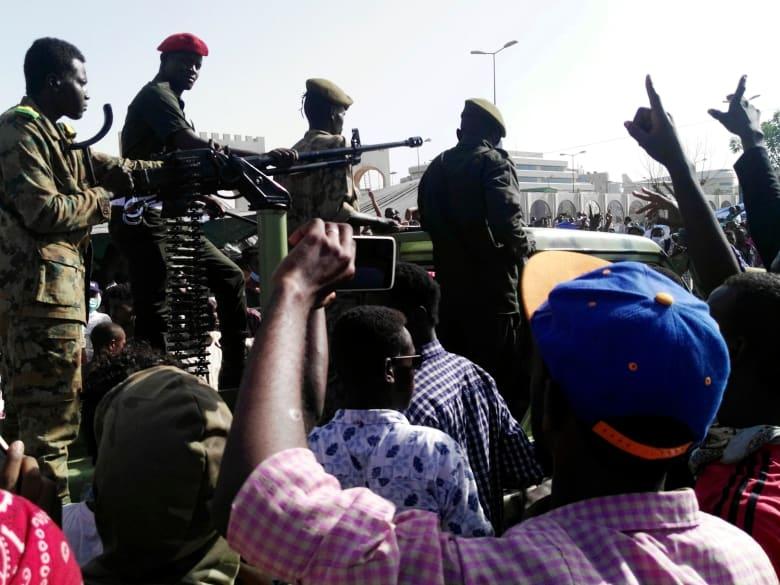 منظمو المظاهرات بالسودان لشبكتنا: ننسق مع عسكريين متقاعدين