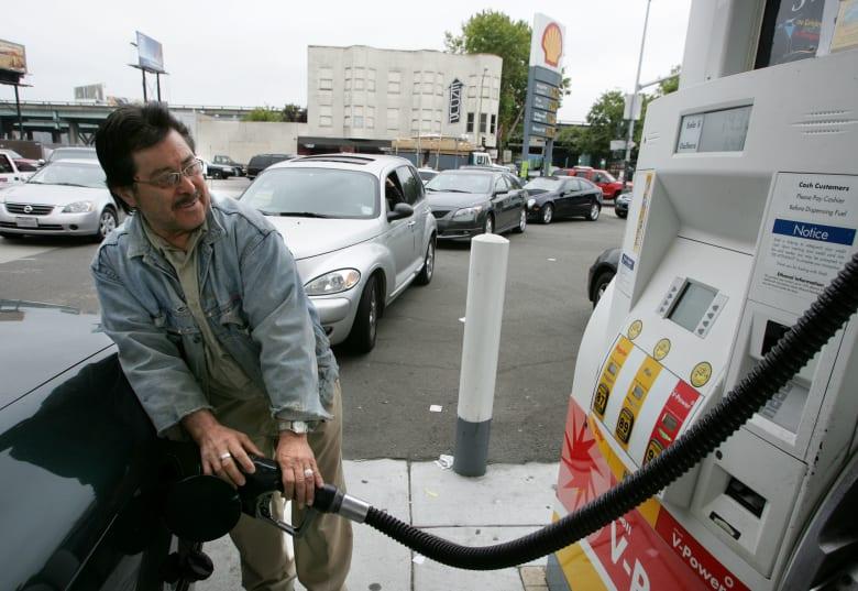 فوضى وعقوبات وعنف.. 3 أسباب لقفزة بأسعار النفط