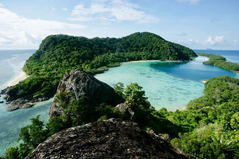 بعيداً عن ازدحام بالي.. اختبر الفخامة بهذه الجزر الإندونيسية النائية