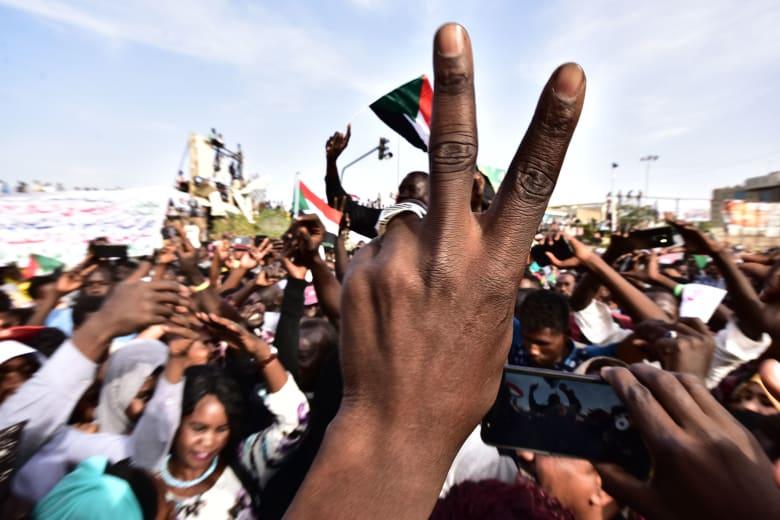 """السودان: البرهان يصل إلى القصر الجمهوري.. وإطلاق سراح الناشط """"ود قلبا"""""""