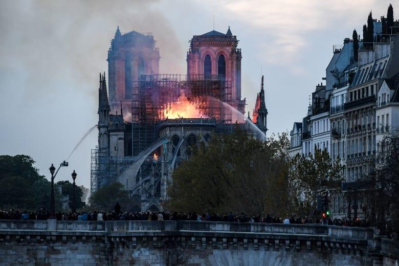 """بعد """"حريق نوتردام"""".. الأزهر يعرب عن دعمه لـ""""الأشقاء الفرنسيين"""""""