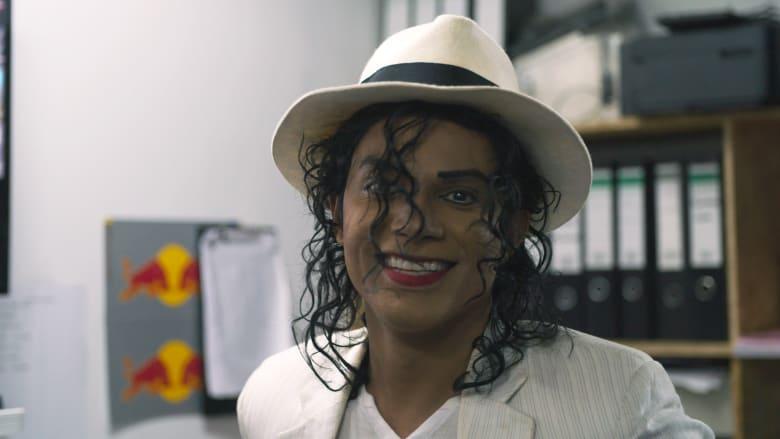 مايكل جاكسون يؤدي عرضاً غنائياً في مدينة دبي.. كيف ذلك؟