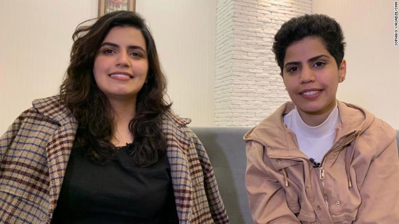 """السعوديتان الهاربتان في جورجيا مها ووفاء السبيعي تتحدثان لـCNN عن """"إساءة لفظية وجسدية من أقاربهما الذكور"""""""