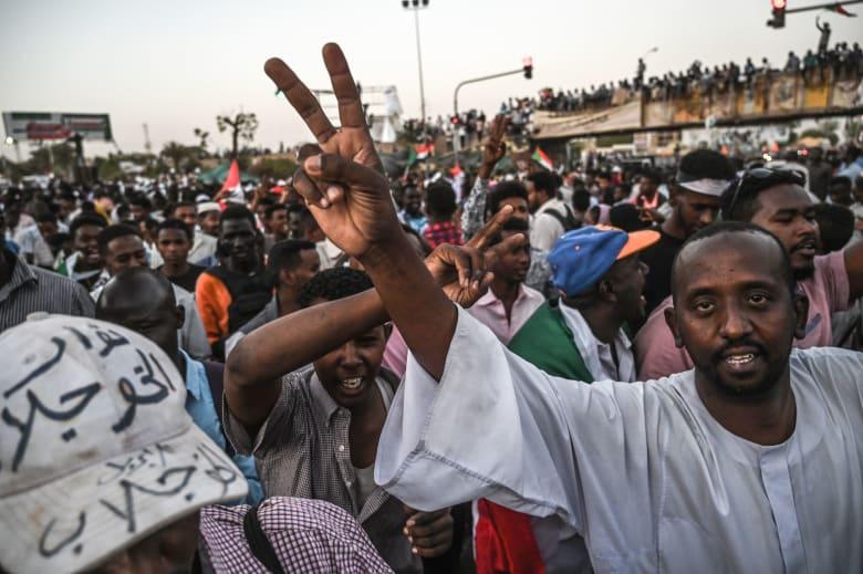 حزمة مساعدات مشتركة من السعودية والإمارات للسودان.. فكم بلغت قيمتها؟