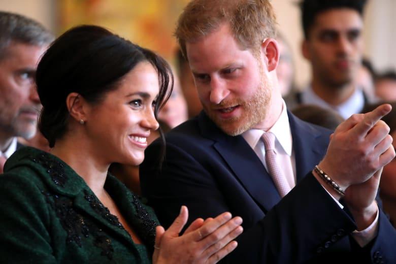لماذا ألغى الأمير هاري وزوجته متابعة الحسابات الملكية على انستغرام؟