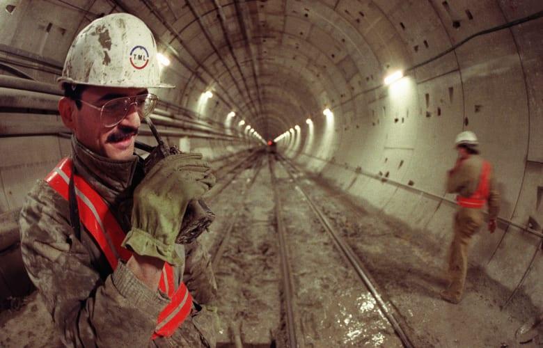 احتاج بناؤه 13 ألف عامل.. كيف غير هذا النفق أوروبا؟