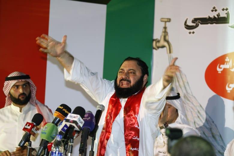 نائب كويتي سابق: زواج بالسر بين أمريكا وإيران ولن نصدق طبول الحرب والحصار